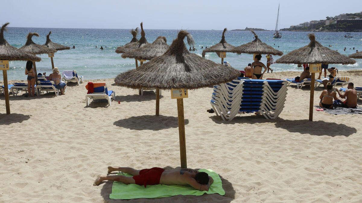 Sommer-Urlaub trotz Corona: Hunderte Touristen in ...
