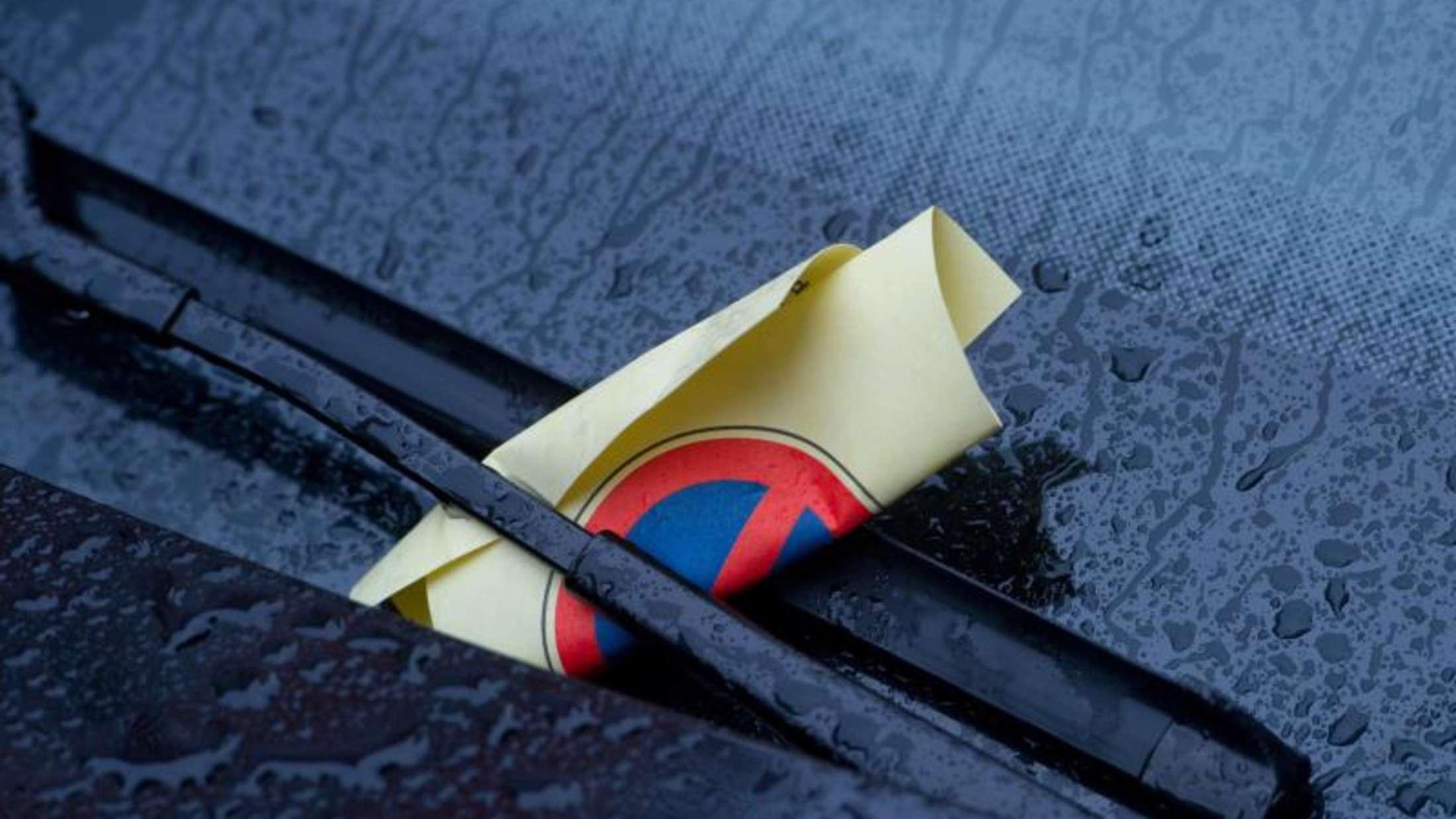 In Kreuzung geparkt: Fünf-Meter-Regel schützt vor Bußgeld ...